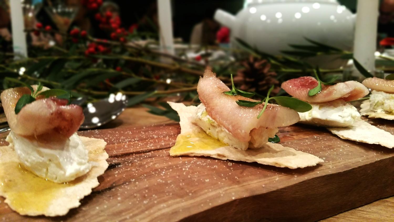 Crema de queso y manzana con anguila ahumada