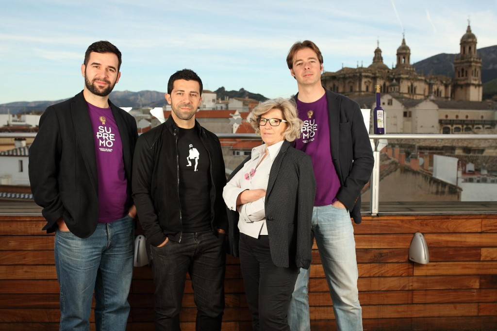 Andrés García Supremo) , El Creata (diseñador) María Dolores (gerente Cooperativa Fuente La Peña) y Alberto Molinero (Supremo).