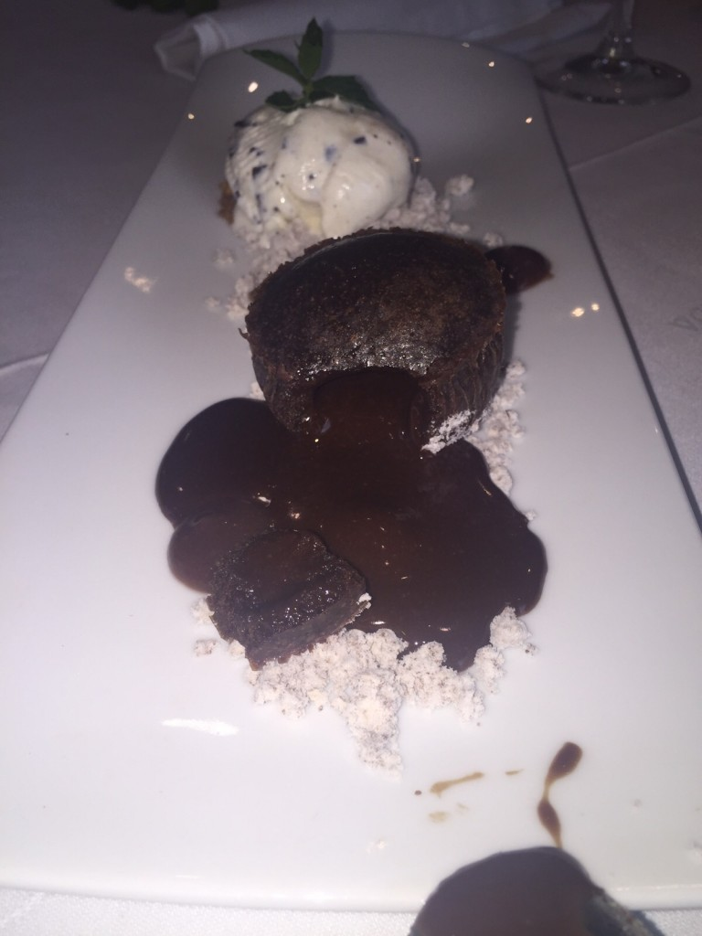 sofulé de chocolate caliente con helado de straciatela